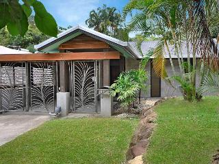 Perfect House with A/C and Shared Outdoor Pool - Palm Cove vacation rentals