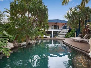 Perfect 4 bedroom House in Palm Cove with Shared Outdoor Pool - Palm Cove vacation rentals