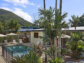 Perfect 5 bedroom Palm Cove House with A/C - Palm Cove vacation rentals