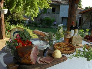 chambres et table d'hôtes La Paille - Montcuq vacation rentals