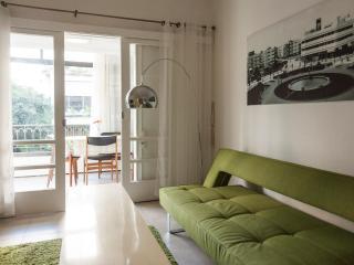 Bright Condo in Tel Aviv with A/C, sleeps 6 - Tel Aviv vacation rentals
