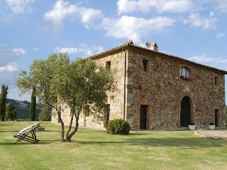 Spacious Villa in Acquapendente with Washing Machine, sleeps 13 - Acquapendente vacation rentals