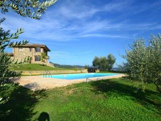 Comfortable 4 bedroom Villa in Grotte di Castro with A/C - Grotte di Castro vacation rentals