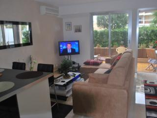 STUDIO CENTER CANNES PETIT JUAS - Cannes vacation rentals