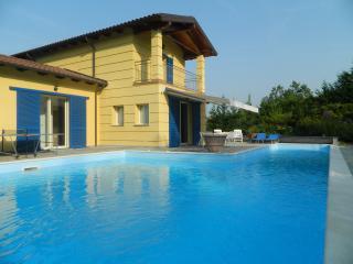 Stupenda villa con piscina privata - Sarezzano vacation rentals