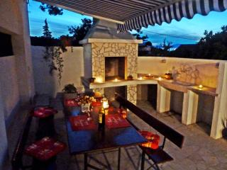 Apartment Vanda, Splitska, Brac, 30m from beach! - Splitska vacation rentals
