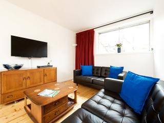 Best view in town - 2 bed + balcony (Royal Mile) - Edinburgh vacation rentals