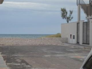 10 metri dal mare app.torre lapillo 3/4 cam.2 bagn - Torre Lapillo vacation rentals