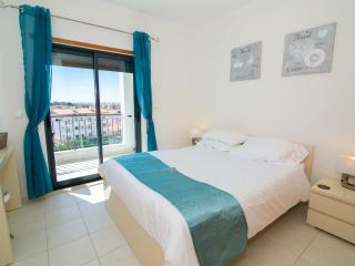 Vista das Ondas 1 Bed Pool & Seaview + Wifi - Olhos de Agua vacation rentals