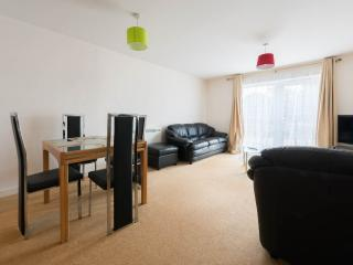 Spacious 2 Bedroom Apartment,sleeps 6 - London vacation rentals
