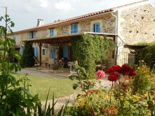 Nice 1 bedroom Guest house in Taillant with Internet Access - Taillant vacation rentals