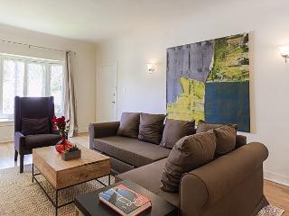 Spacious Two Bedroom in quiet Westwood Neighborhood - Westwood  Los Angeles County vacation rentals