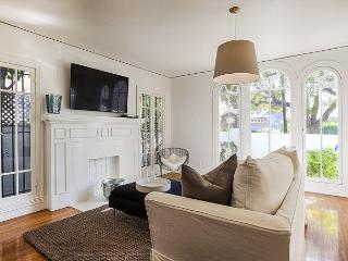 Great 3 bedroom with lots of Natural Light in Franklin Village - Hollywood vacation rentals