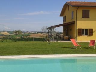 villa Olesia   camera con vista! - Ostra vacation rentals