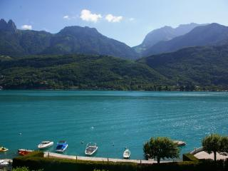 DUINGT, T 2 Moderne et spacieux face au lac 4PERS - Annecy vacation rentals