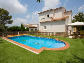 Villa Oasis for 8, only 3.5 km to the beach! - El Vendrell vacation rentals