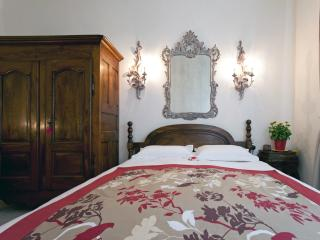 Guest house in Fontvieille, old stone cottage - Fontvieille vacation rentals