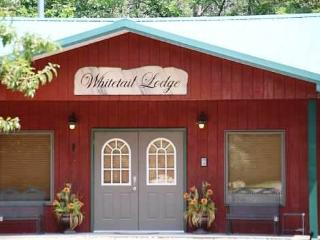 Whitetail Lodge in Iowa Countryside - Lockridge vacation rentals