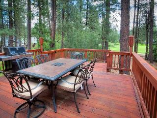 #192 COTTONWOOD Outstanding home on 16th Fairway of Plumas Pines Golf Resort $260.00- $295.00 BASED ON DATES AND NUMBER OF NIGHTS (plus county tax, SDI, Cleaning Fee and processing fee) - Plumas County vacation rentals