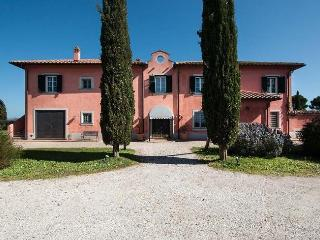 7 bedroom House with Internet Access in San Donato - San Donato vacation rentals