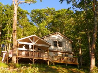 Lovely 2 bedroom Blowing Rock Cabin with Internet Access - Blowing Rock vacation rentals
