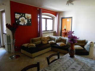 2 bedroom House with Internet Access in Neive - Neive vacation rentals