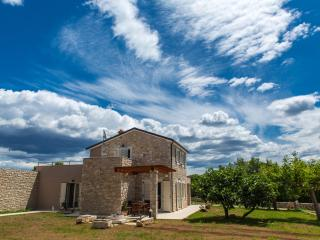 Villa Marten, 3 bedrooms, whirlpool on terrace - Brajkovici vacation rentals