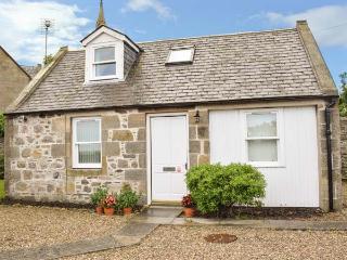 STRUAN COTTAGE, stone cottage, open plan, parking, front garden, in Buckie, Ref 926587 - Buckie vacation rentals