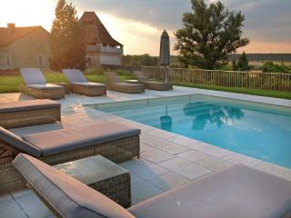 Gorgeous House with Internet Access and Private Outdoor Pool - Vieux-Mareuil vacation rentals