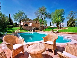 Charming House with Internet Access and Private Outdoor Pool - Frontino vacation rentals