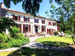 Spacious 5 bedroom House in Courcerac with DVD Player - Courcerac vacation rentals