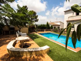 Villa Oasis with 4 bedrooms, close to the beach! - Costa Dorada vacation rentals