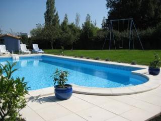 LES VOLETS BLEUS - Rochefort vacation rentals