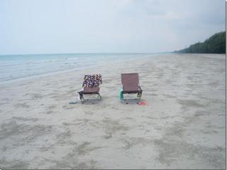 Seafront charming condo with swimming pool - Rayong vacation rentals
