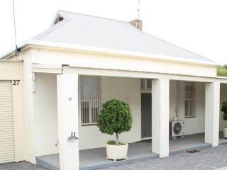 "Port Augusta Holiday Rental - ""Squatters Cottage"" - Port Augusta vacation rentals"
