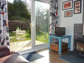 Romantic Cottage with Deck and Internet Access - Appin vacation rentals