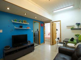 Lovely 3-Bdr Apt 1-9 ppl Downtown by MRT 508 - Hong Kong vacation rentals