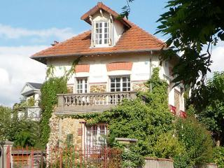 Nice Townhouse with Internet Access and Satellite Or Cable TV - Nogent-sur-Marne vacation rentals