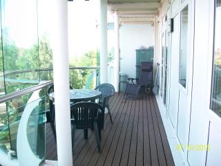 Holiday apartment central Enfield North London 2 beds 2 bath  lovely balcony - Enfield vacation rentals