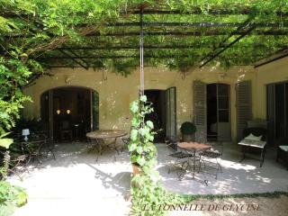 Exceptional Guest House Historic Center Suite31m² - Avignon vacation rentals