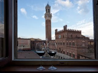 PALAZZO GIORGI Appartamento Piazza del Campo Siena - Siena vacation rentals