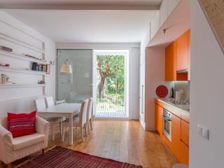 Charming Condo with Internet Access and Washing Machine - Lisboa vacation rentals