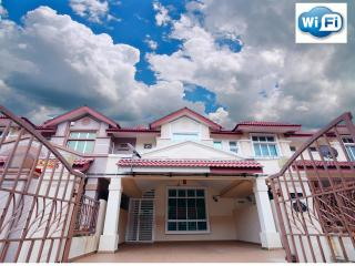 4 bedroom Guest house with Internet Access in Mersing - Mersing vacation rentals