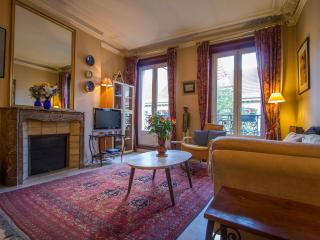 "Paris ""foodies paradise"" Rue des Martyrs 1 Bedroom - Paris vacation rentals"