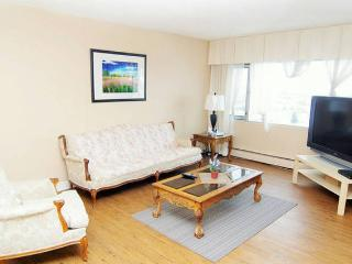 WALK->WEST EDM MALL, HIGH-RISE SUITE - Edmonton vacation rentals