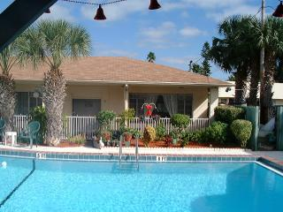 1 Bedroom Madeira Beach Cottage - Madeira Beach vacation rentals