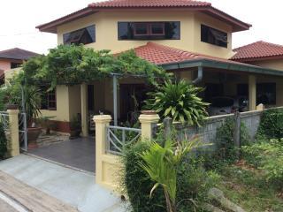 denis guest house - Sattahip vacation rentals