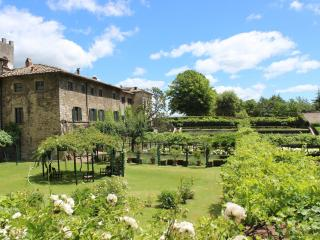 Bright 4 bedroom Condo in Gaiole in Chianti with Dishwasher - Gaiole in Chianti vacation rentals