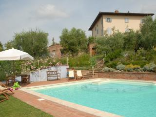Charming Lari vacation Apartment with Tennis Court - Lari vacation rentals