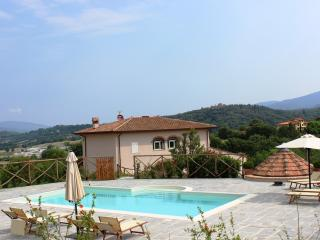 Comfortable 4 bedroom Villa in Reggello with Central Heating - Reggello vacation rentals
